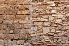 Tegelsten- och stenvägg i Barcelona royaltyfria foton