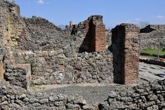 Tegelsten- och stenväggar, Pompeii arkeologisk plats, nr Mount Vesuvius, Italien Royaltyfri Foto