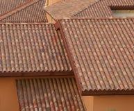 Tegelsten- och taktegelplattor arkivbilder