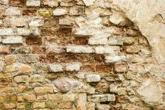 tegelsten skadlig vägg Arkivfoto