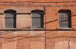 tegelsten som bygger gammala fönster Royaltyfri Foto