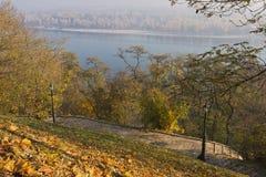 Tegelsten-stenlagd bana på Hillslope Fotografering för Bildbyråer