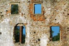 tegelstenar hole den gammala väggen Arkivfoton