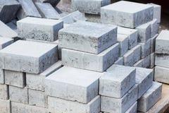 Tegelstenar i en byggnadsplats för byggnationer Arkivfoto