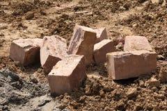 Tegelstenar på en konstruktionsplats arkivfoto