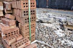 Tegelstenar på konstruktionsplatsen Royaltyfri Fotografi