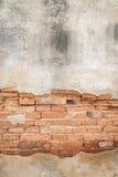 Tegelstenar texturerar dolt med gammal konkret bakgrund Fotografering för Bildbyråer