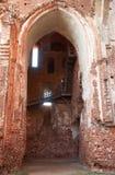 Tegelstenbåge av den Tartu domkyrkan, Estland, tidigare som den Dorpat domkyrkan royaltyfria bilder