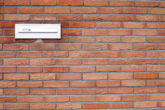 tegelstenbrevlådavägg Arkivfoton