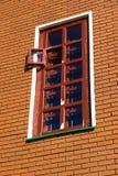 tegelstenbyggnad dekorerar utanför till det använda väggfönstret Royaltyfria Foton