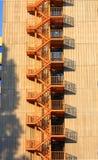 tegelstenbyggnad flyr ner trappa för ledande metall för brand modern Royaltyfria Foton