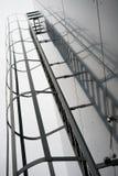 tegelstenbyggnad flyr ner trappa för ledande metall för brand modern Royaltyfria Bilder