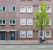 Tegelstenbyggnad i Amsterdam Arkivbild