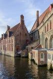 Tegelstenbyggnader i Bruges, Belgien 2017 Arkivfoton