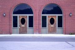 Tegelstenfasad - bild av symmetrin royaltyfria foton