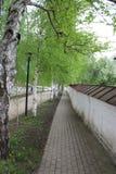 Tegelstengångbana i den Kirillo-Belozersky kloster arkivbilder