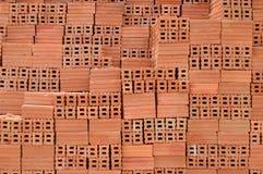 Tegelstenhög på en konstruktion Arkivbild