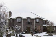 Tegelstenhem i snö Royaltyfri Fotografi