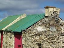 Tegelstenhus på den Arranmore ön Royaltyfri Bild