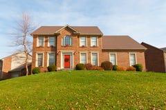 Tegelstenhus som dekoreras för jul i Kentucky Royaltyfria Foton