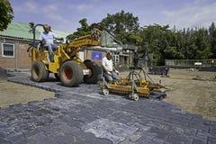 Tegelstenlager som gör trottoar Royaltyfri Foto