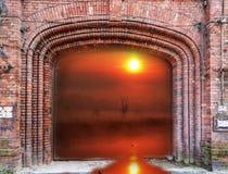 Tegelstenport och soluppgång Fotografering för Bildbyråer