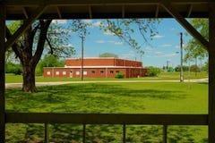 Tegelstenskolhus Royaltyfria Bilder