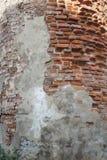 Tegelstenvägg av den forntida kyrkan Royaltyfria Foton