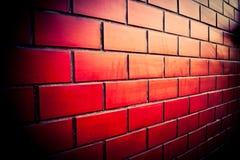 Tegelstenvägg av det röda mörkret arkivbilder