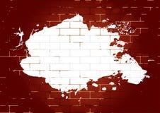 Tegelstenvägg med den vita målarfärgfläcken Arkivbilder