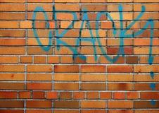 Tegelstenvägg med droggrafitti Royaltyfri Bild