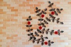 Tegelstenvägg med rosor Royaltyfri Foto
