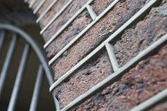 Tegelstenvägg med skarvar arkivbild