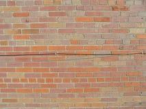 Tegelstenvägg med trådar 1 royaltyfri bild