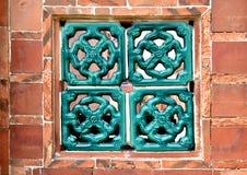 Tegelstenvägg och spaljéfönster Royaltyfri Bild
