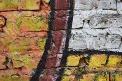 Tegelstenvägg som målas i olika färger Royaltyfri Bild
