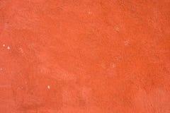 Tegelstenväggen, den packade väggen, grov yttersida, målade rött Väggarna dekorerar de yttre byggnaderna som är målat rött arkivfoton