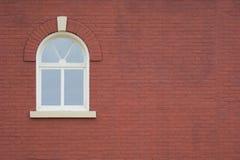 tegelstenväggfönster Arkivbild
