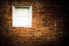 tegelstenwhitefönster Arkivfoto