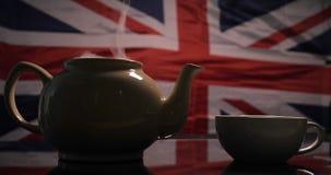 Tegen de achtergrond van de Engelse vlag gebrouwen thee stock videobeelden
