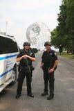 Tegen het terrorismeambtenaren die van NYPD veiligheid verstrekken Royalty-vrije Stock Afbeelding