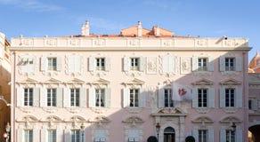 Tegengesteld aan het huis van het Prinspaleis bij koninklijke werf in Monaco royalty-vrije stock afbeeldingen