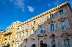 Tegengesteld aan het huis van het Prinspaleis bij koninklijke werf in Monaco stock foto's
