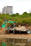 Tegenover elkaar stellende huisvesting in Khao Takiab in Thailand Stock Foto