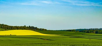 Tegenover elkaar stellende kleuren van de kant van het land van Shropshire Landschap stock afbeeldingen