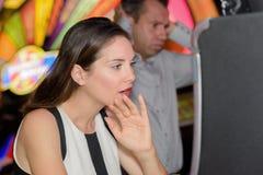 Tegenovergesteld resultaat in casino stock fotografie
