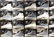 Tegenovergestelde schoenen Stock Foto's