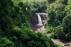 Tegenungan瀑布在Gianyar巴厘岛 免版税库存图片