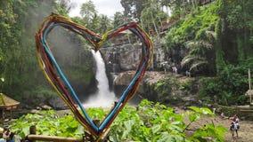 Tegenungan vattenfall nära Ubud i Bali, Indonesien royaltyfria foton