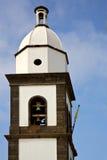 Teguise arrecife Lanzarote Ισπανία ο παλαιός τοίχος   κουδούνι εκκλησιών Στοκ εικόνες με δικαίωμα ελεύθερης χρήσης